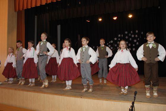Skolas mazie dziesmu un deju svētki